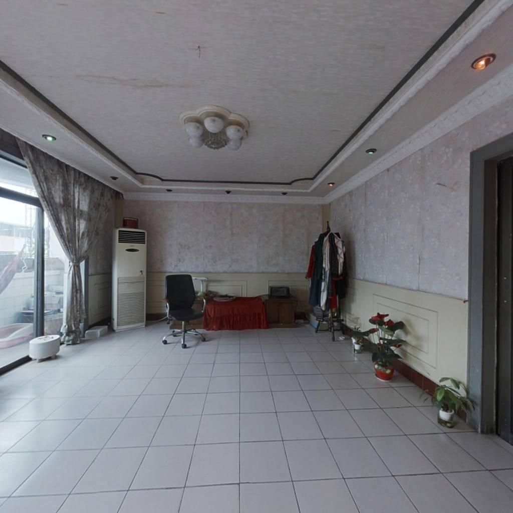 东干道5跃6楼,简装空房,大客厅