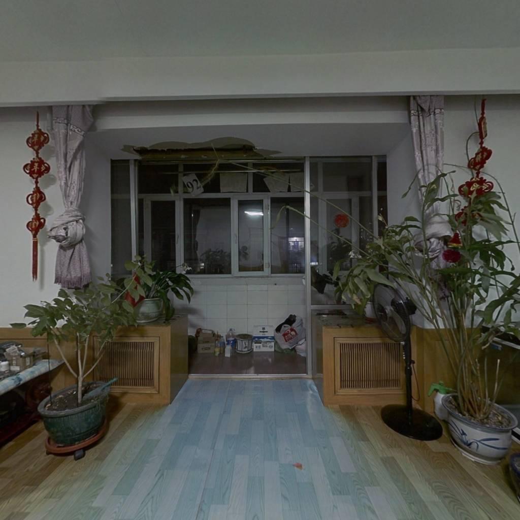 此房源三室一厅,无遮挡采光好,格局合理,可贷款。