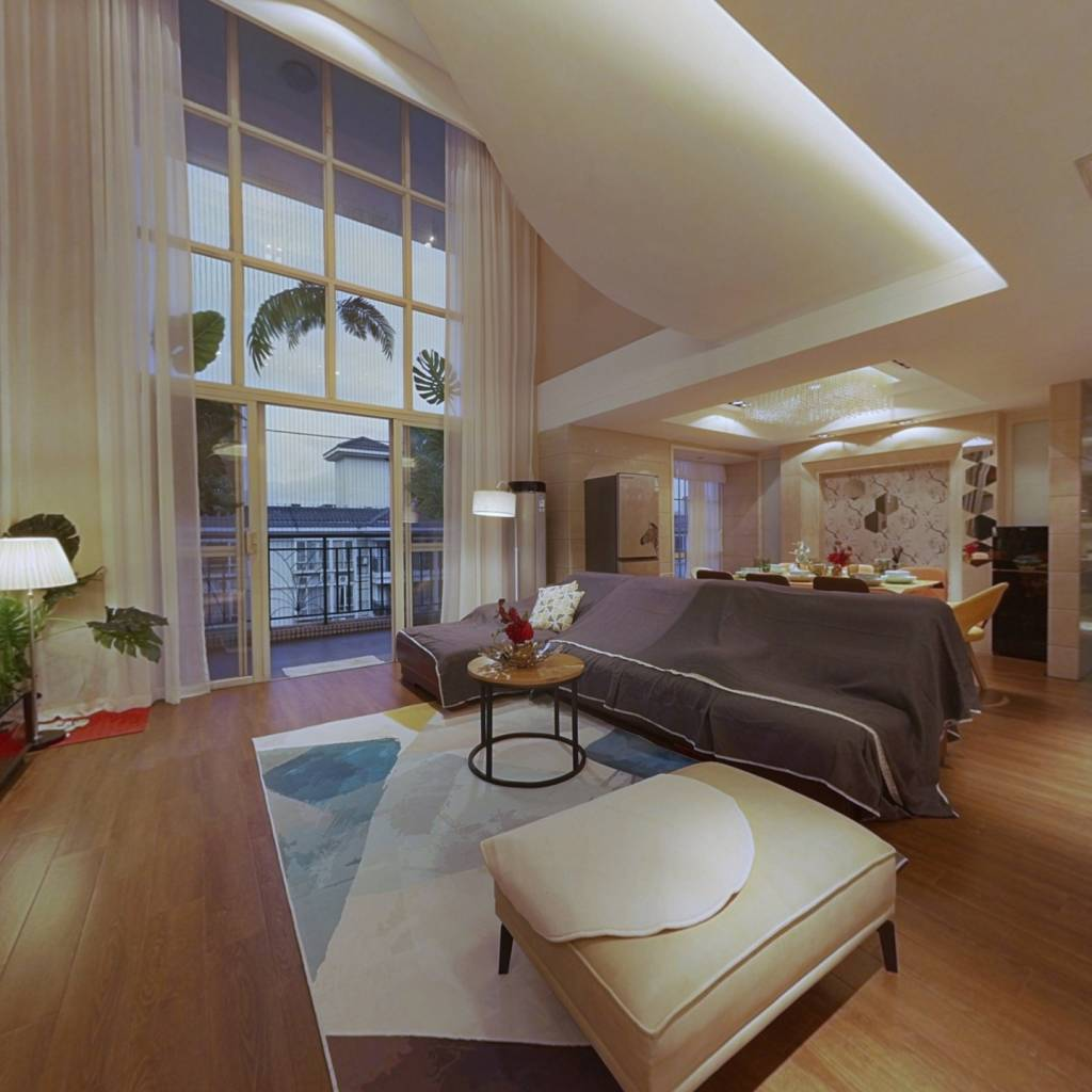 大润发商圈、万科空中别墅,体现繁华都市与舒适生活