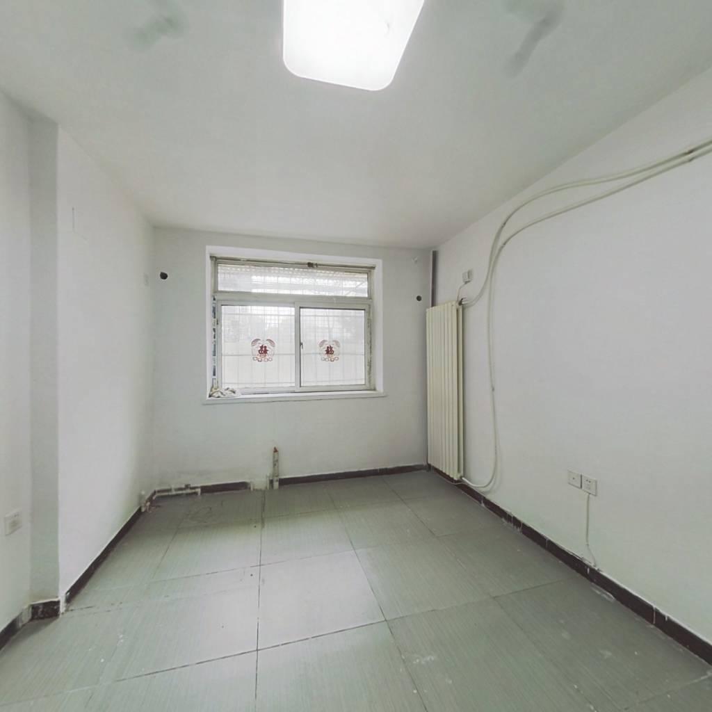 价格低  一楼  房子方方正正 采光好 不遮挡 楼间距大