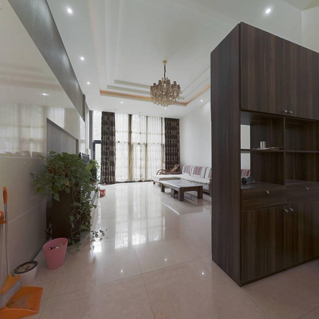 客厅挑高4.1米 复式四居 一层带院 中央空调