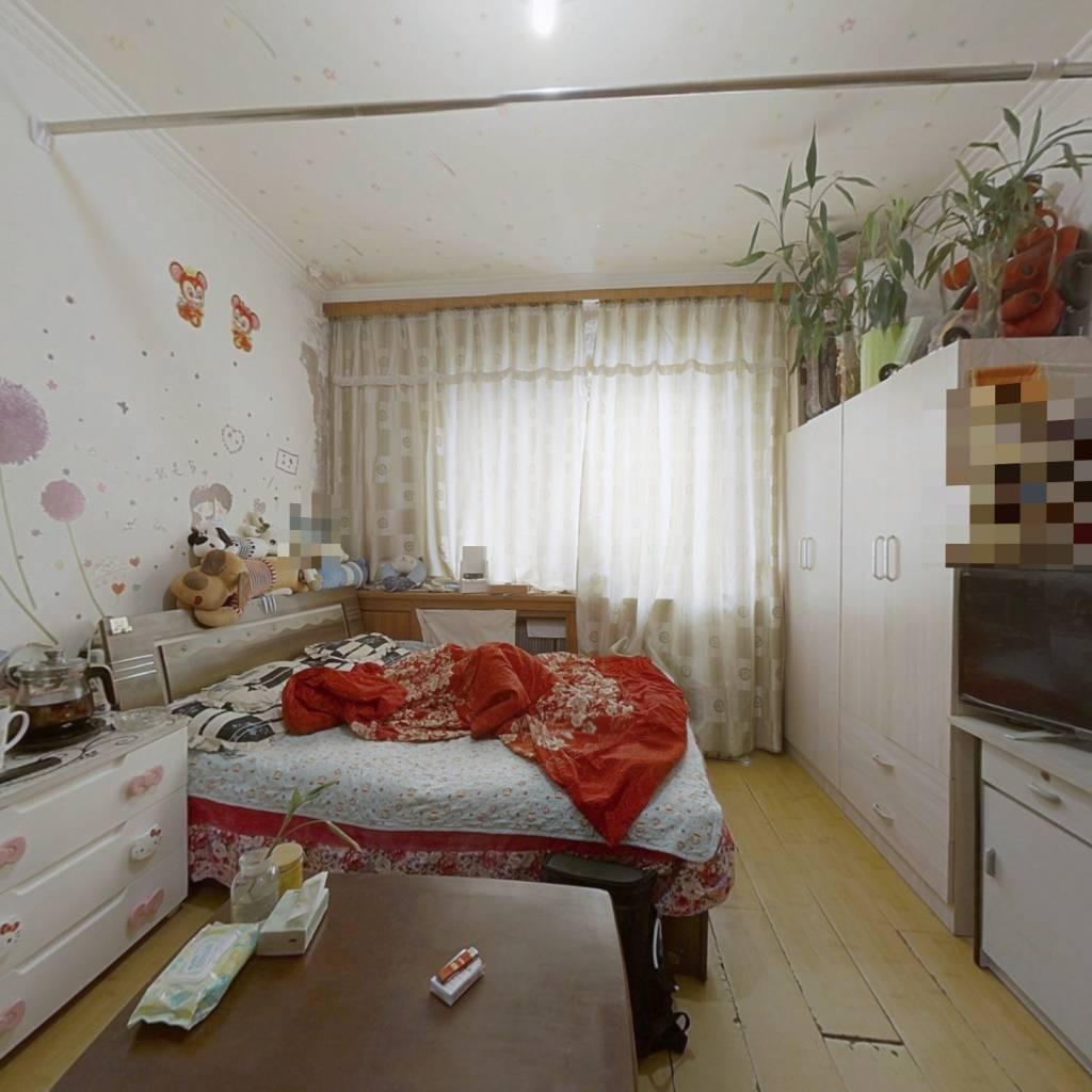 一室,装修保持良好,户型优质,采光充足