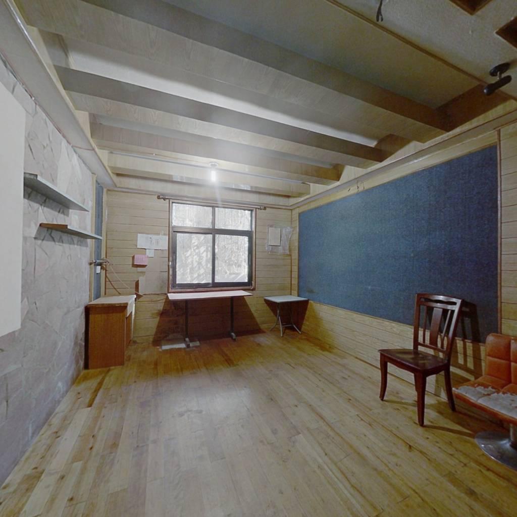 出售龚家寨  一室一厅 中等楼层  随时看房 价格可谈