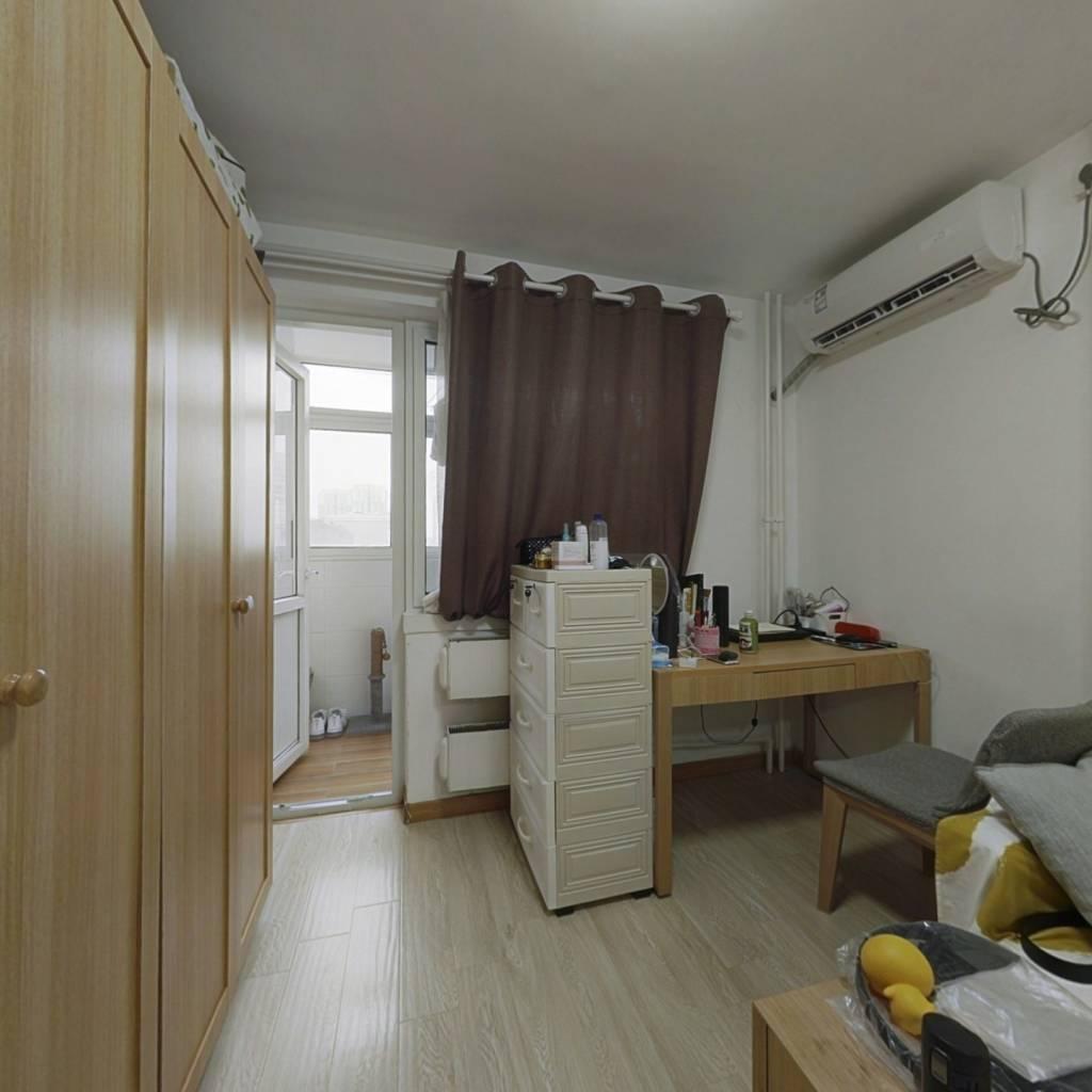 广内大街电梯房南向一居室诚意出售
