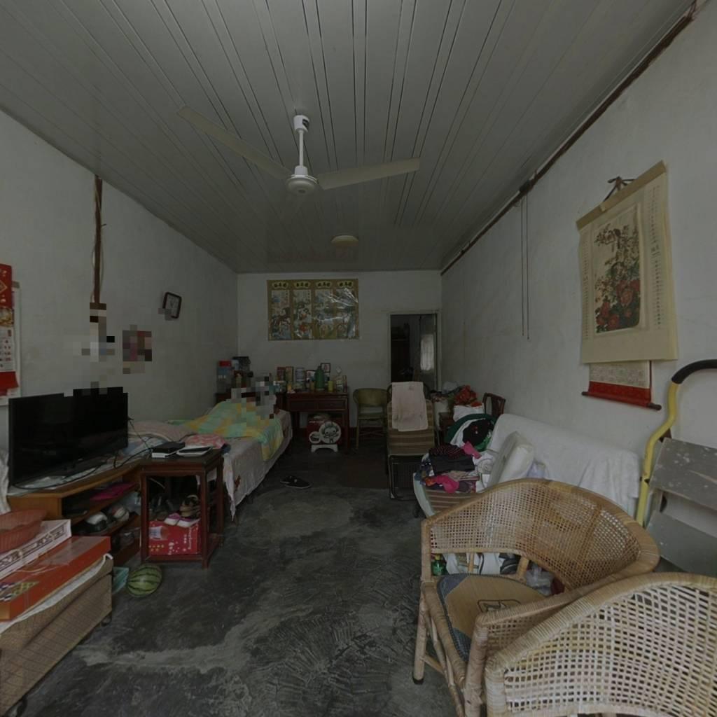 桑园新村落地房,房子面积大,居住舒适