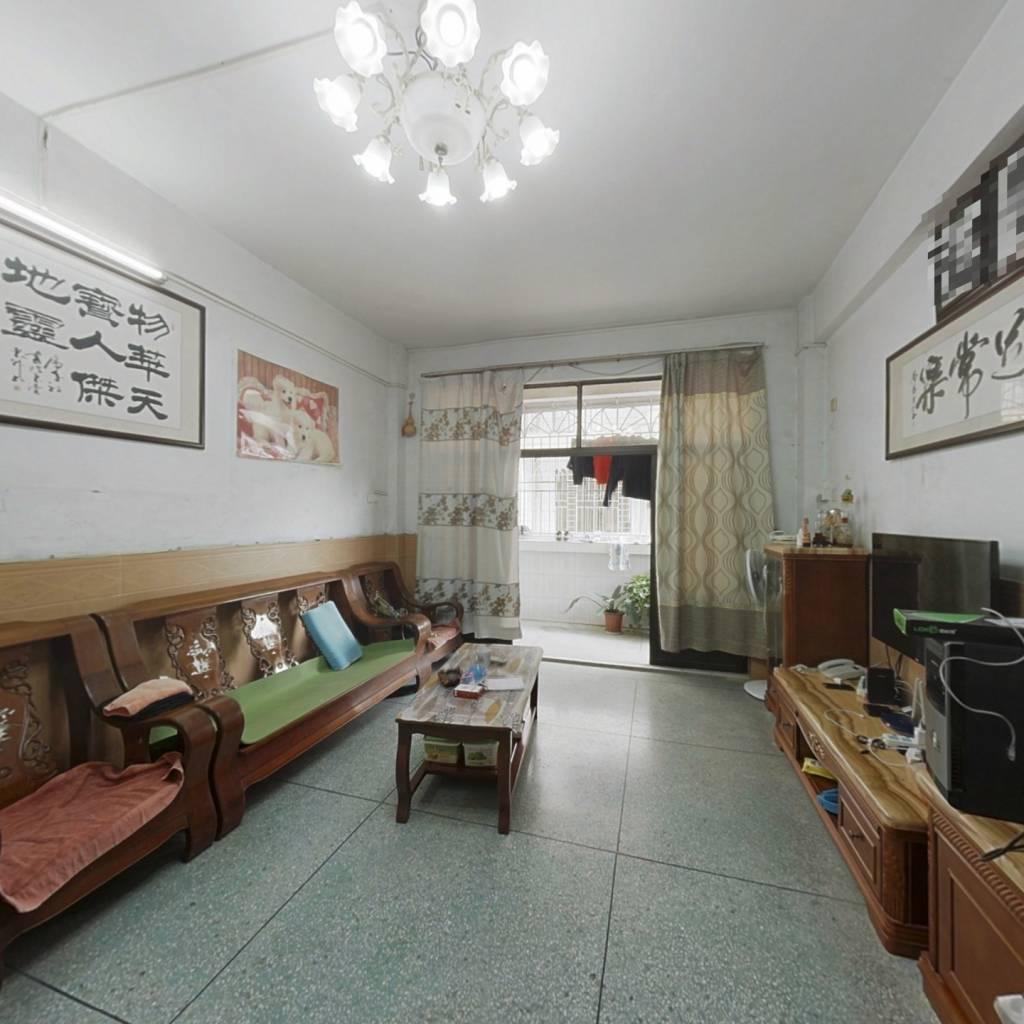 房子是3房2厅1厨1卫,采光好,配套齐全
