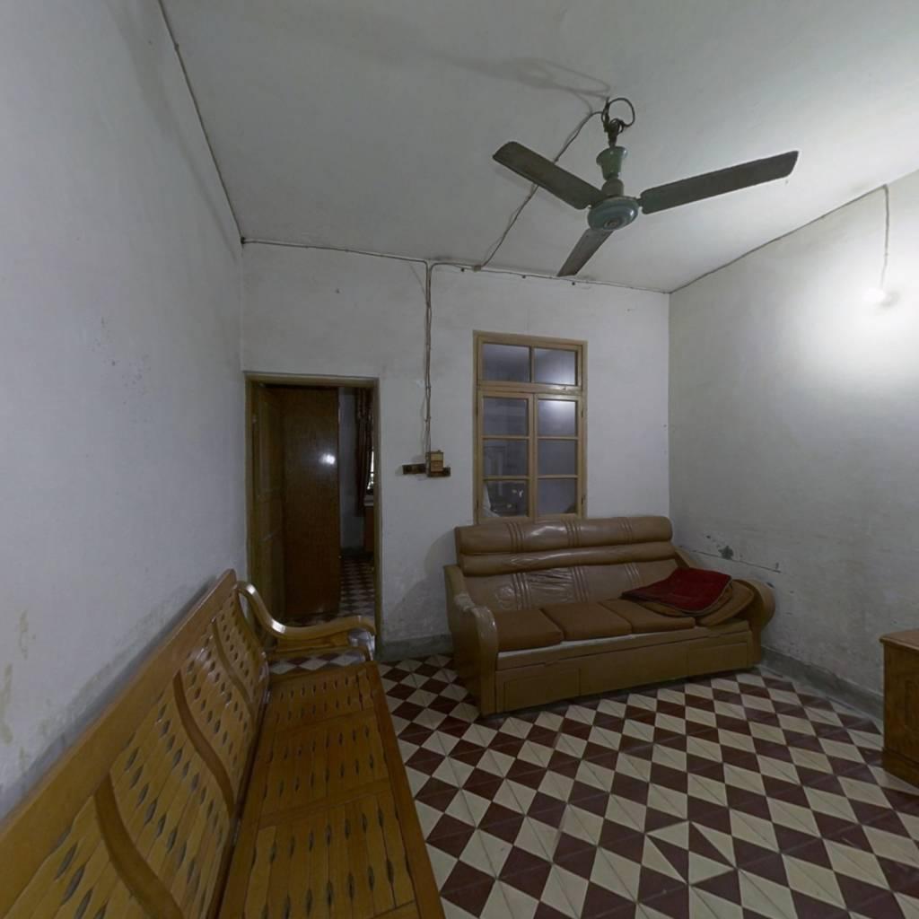 龙凤三村 政府旁边 小两室 住家清静