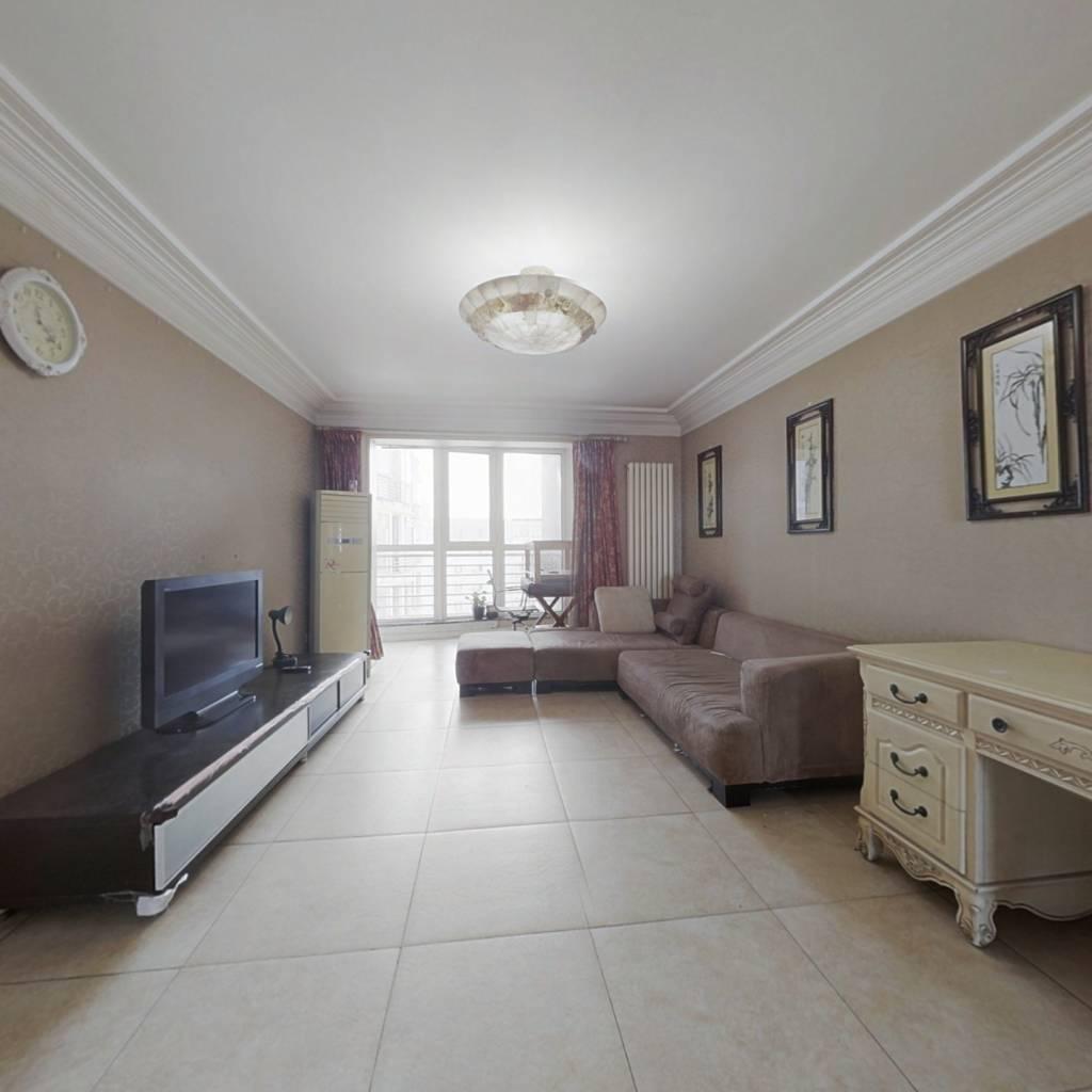 精装修三居室,南北通透,高楼层,采光好。