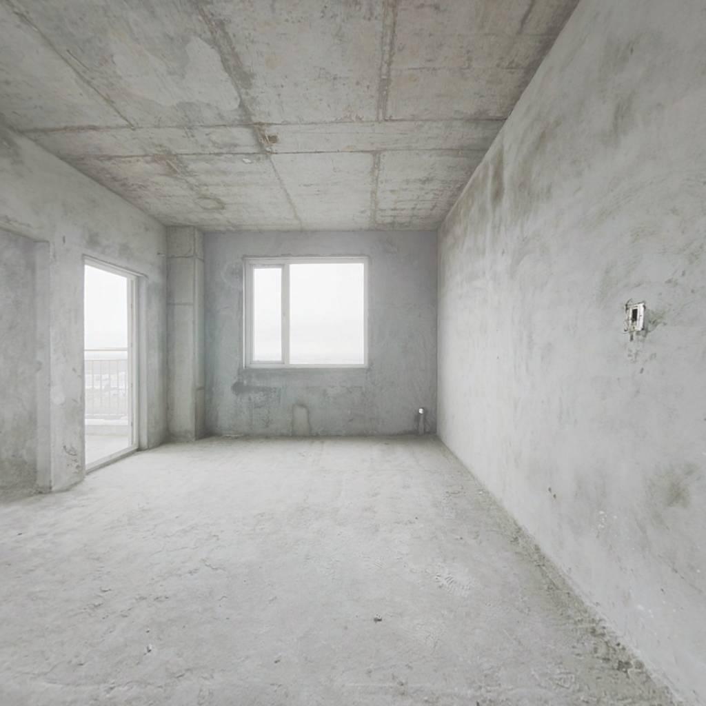 地铁口一室一厅户型,中高楼层,采光好,视野开阔