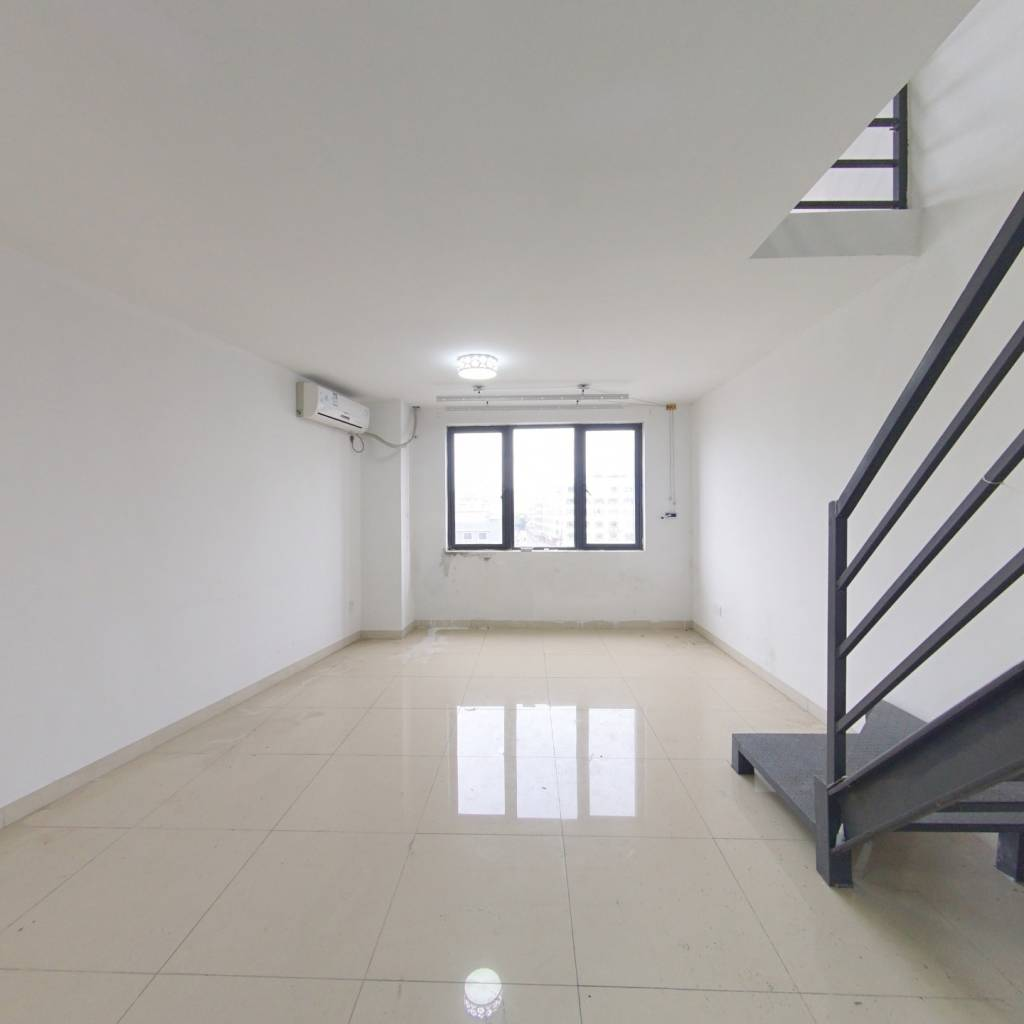 中信地铁口物业,满五年公寓,100万买两房