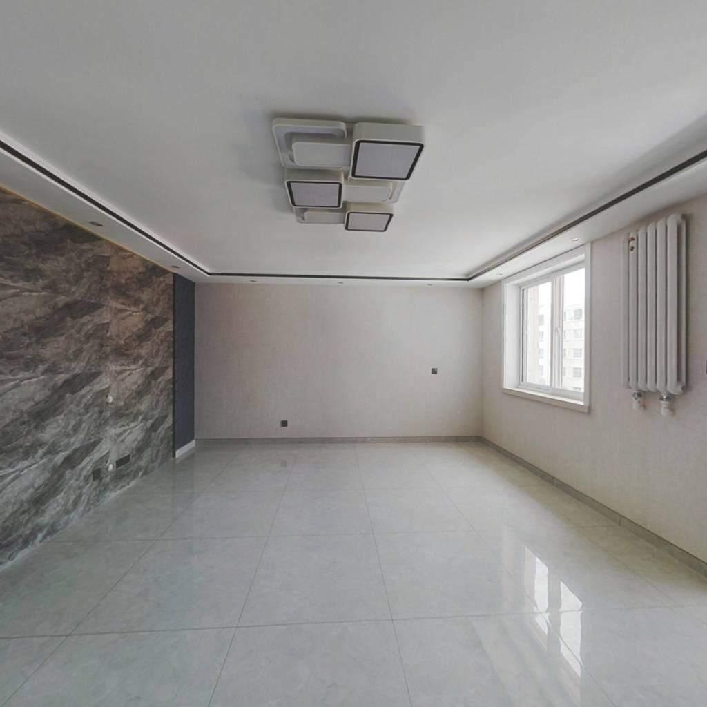 丽景湖回中旁边4楼2居室精装修