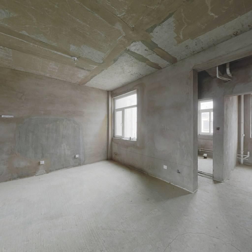 此房毛坯 改造性强 带地下室 户型方正 采光好
