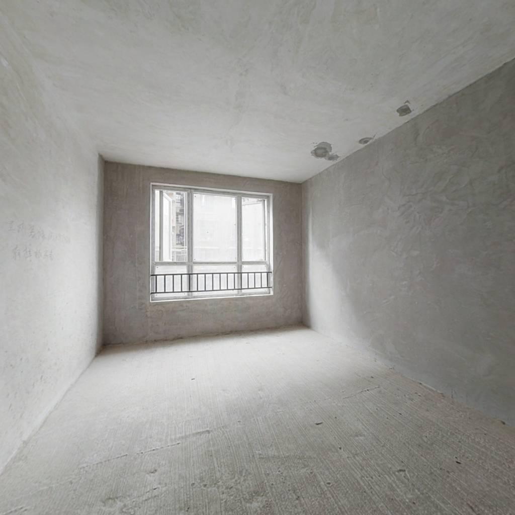 幸福里一期毛坯房  户型方正  产权在手  低楼层
