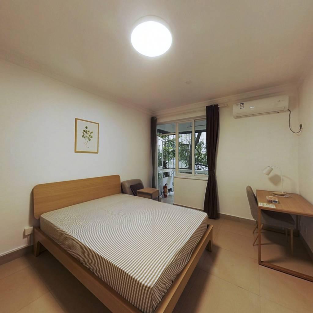 合租·南油B区 4室1厅 南卧室图