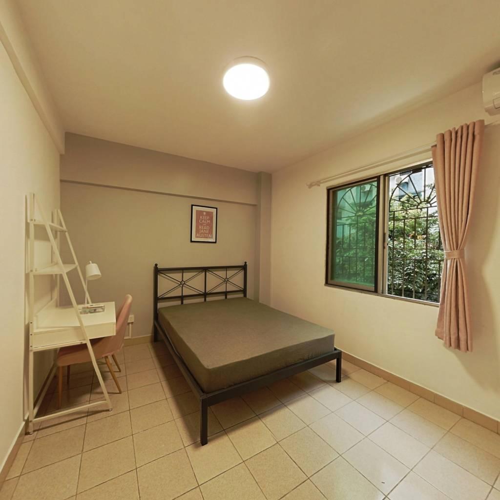 合租·百合苑A区 3室1厅 南卧室图