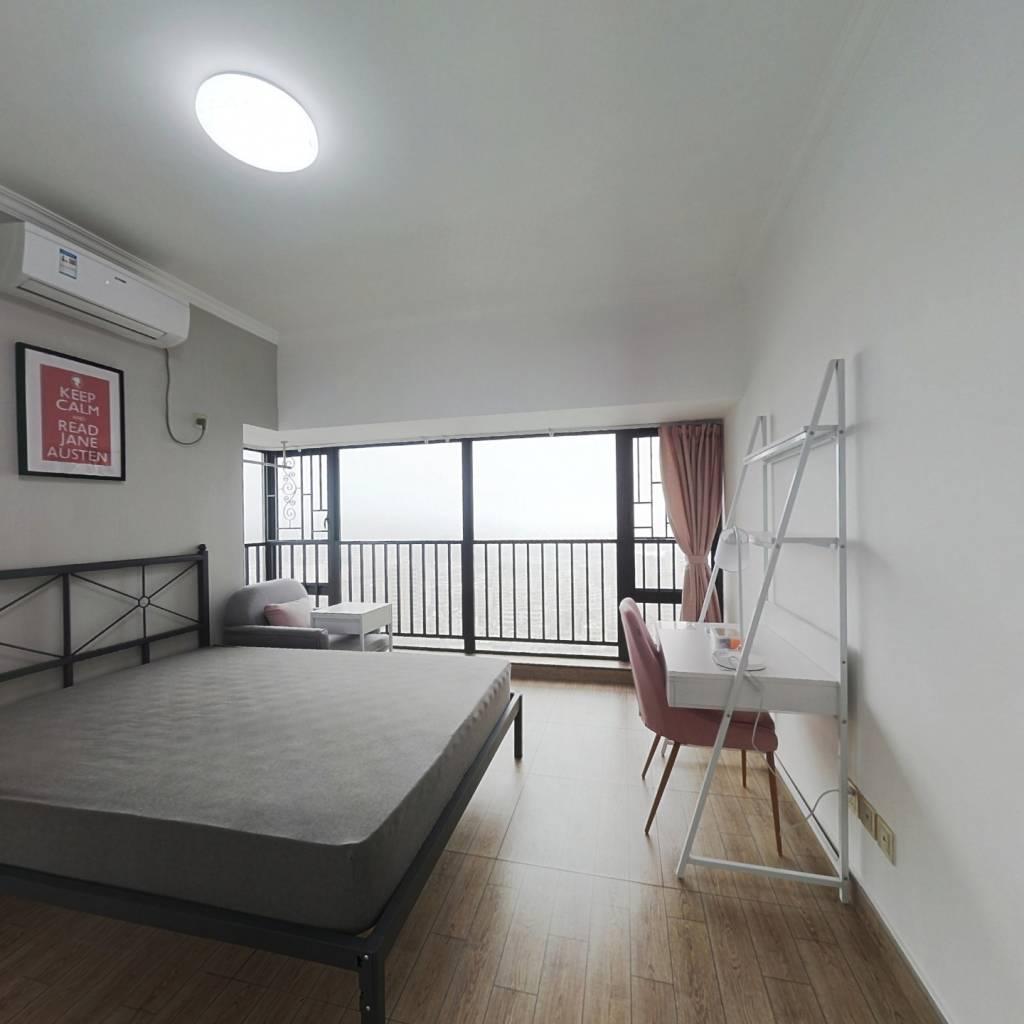 合租·银信中心二期 6室1厅 西卧室图