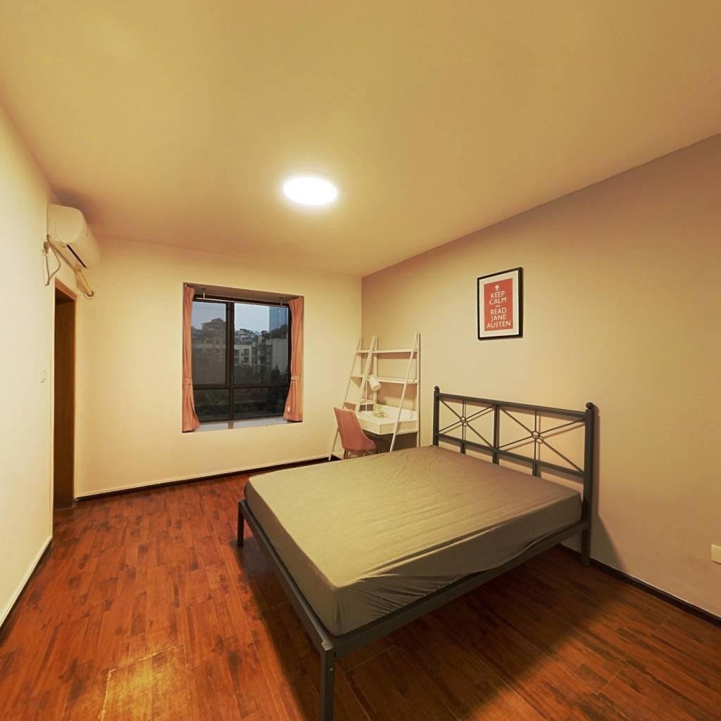 合租·东方明珠花园西区 4室1厅 西卧室图