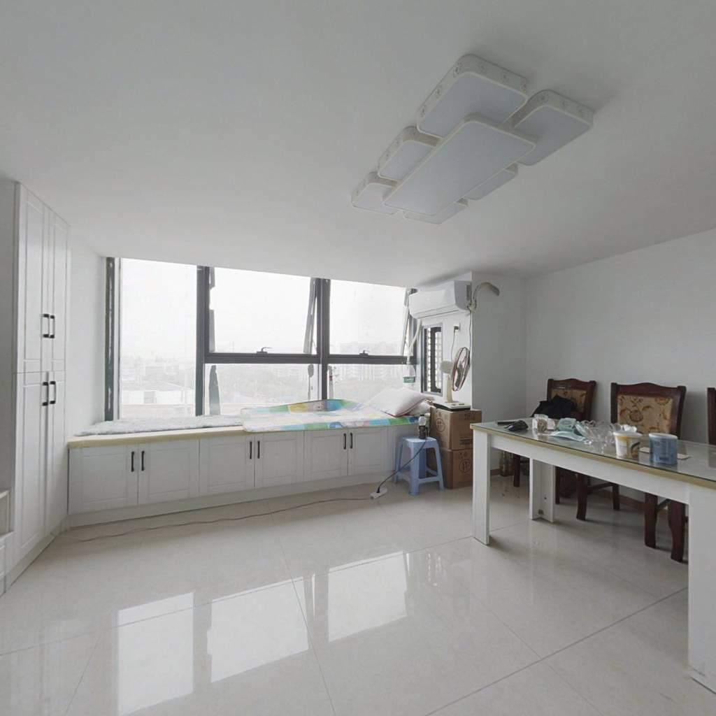 复式精装公寓,享受精致生活,家电家具全留,拎包入住