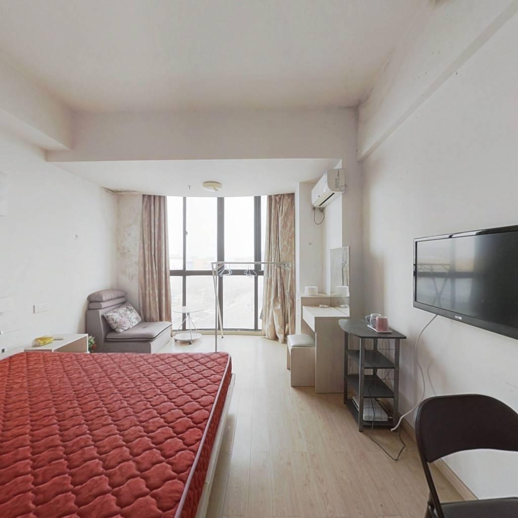 单身公寓,诚心急售,价格可议!