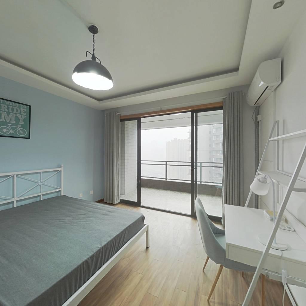 合租·龙湖三千里A区一期 4室1厅 东卧室图
