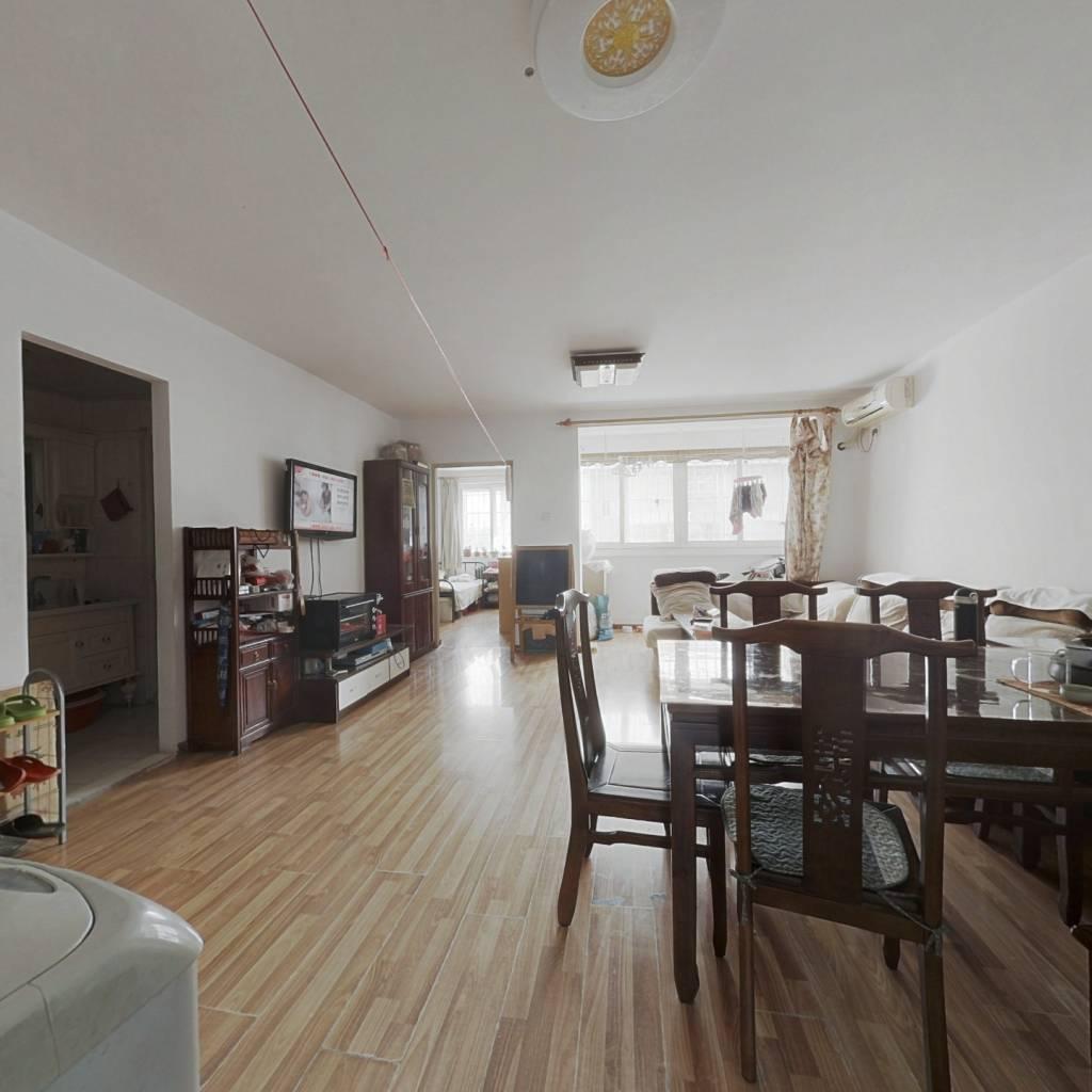 次顶层3层 主卧室客厅朝南 户型方正 采光视野好