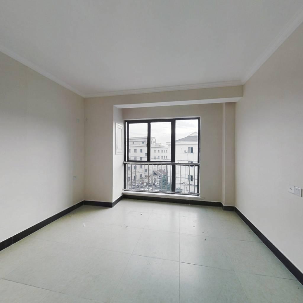 此单身公寓楼层佳,交通便利,适合年轻一族