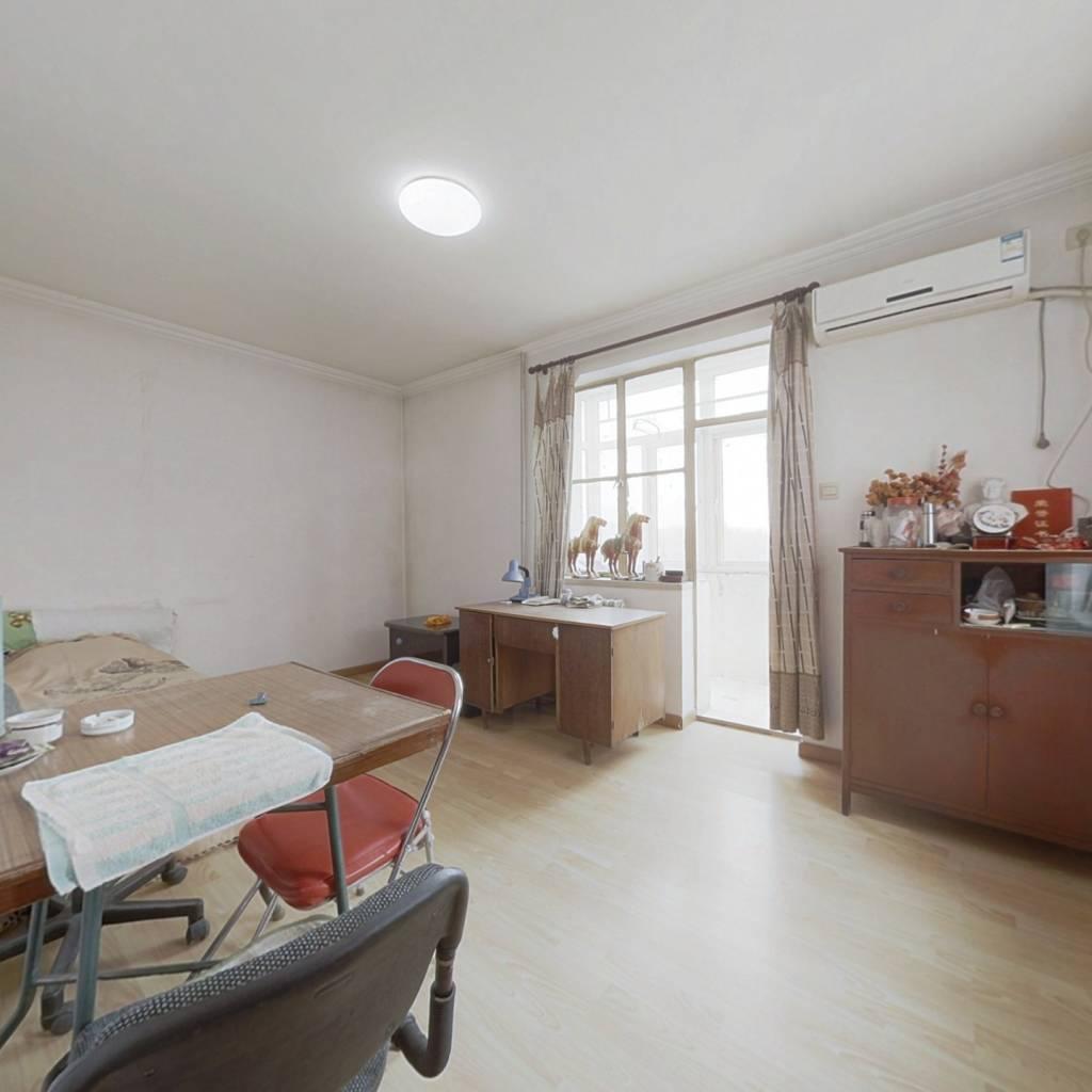 精装修小两居室,户型方正,全明格局,采光视野好