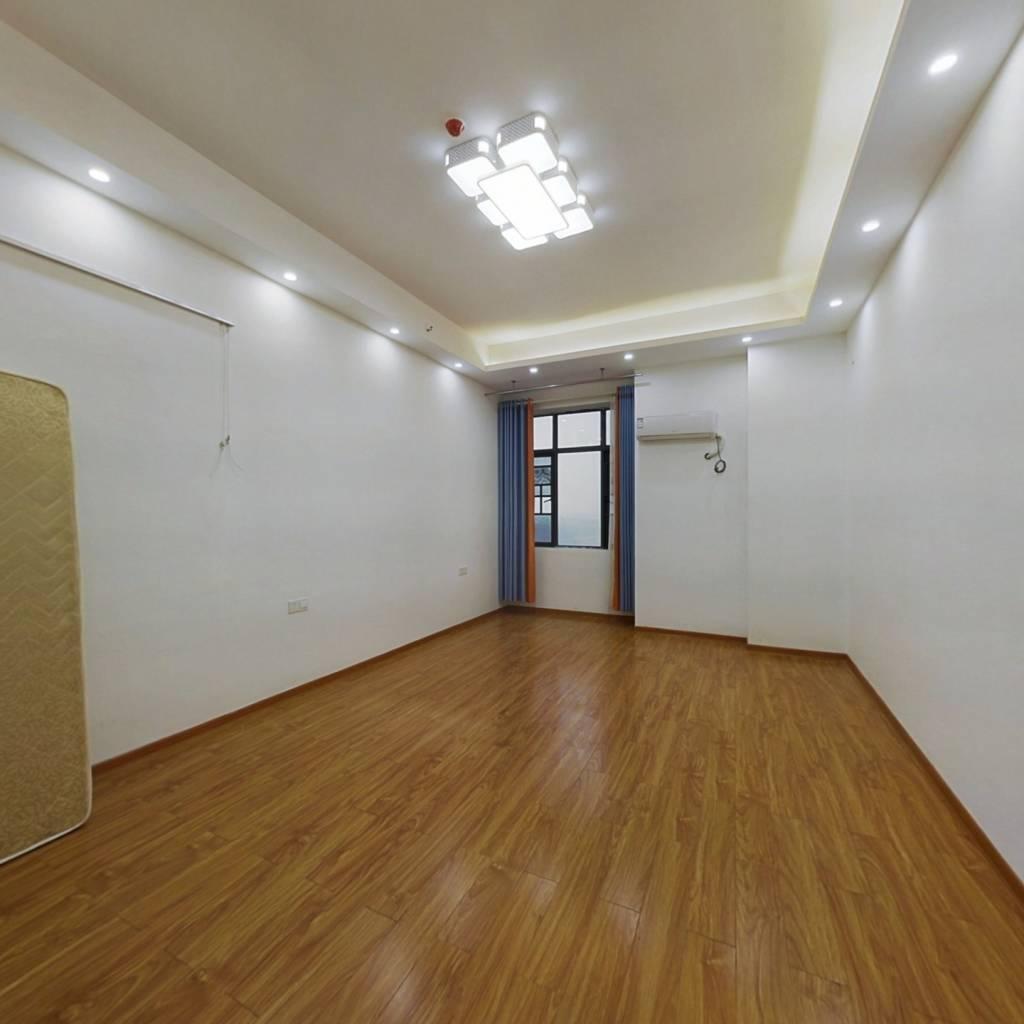 楼层好,中间楼层,视野开阔,采光足。层高3.5米