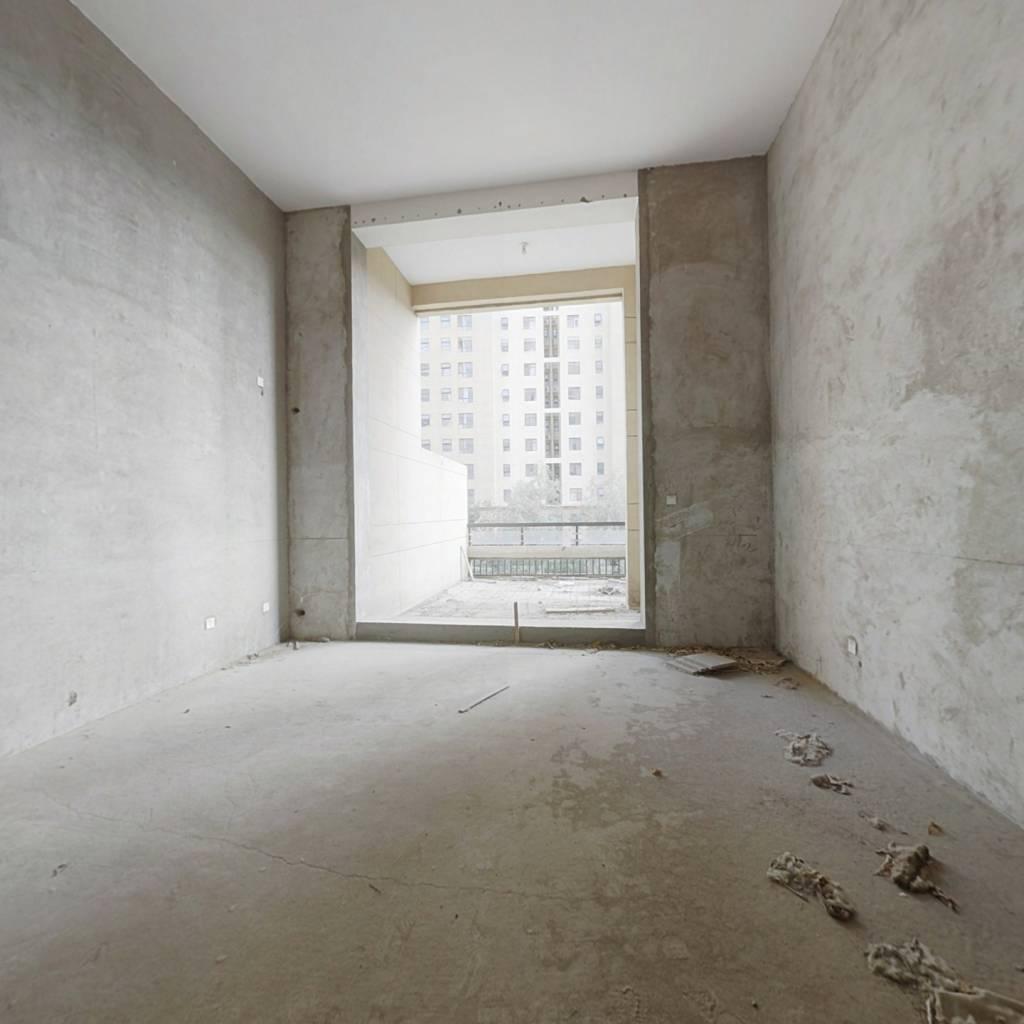 独立小院  跃层  带地下室  房本满2年