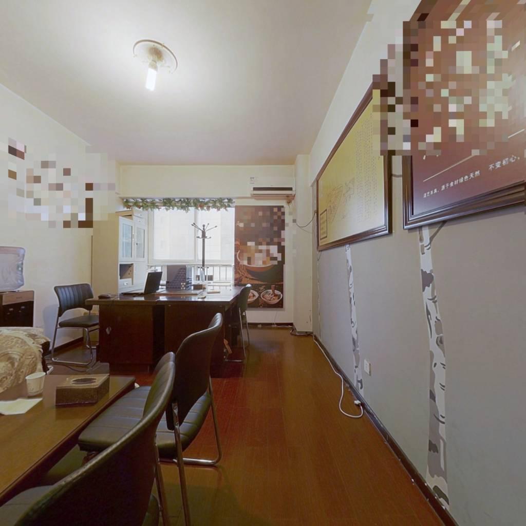 小户型电梯房,地铁1号线秦岭路站