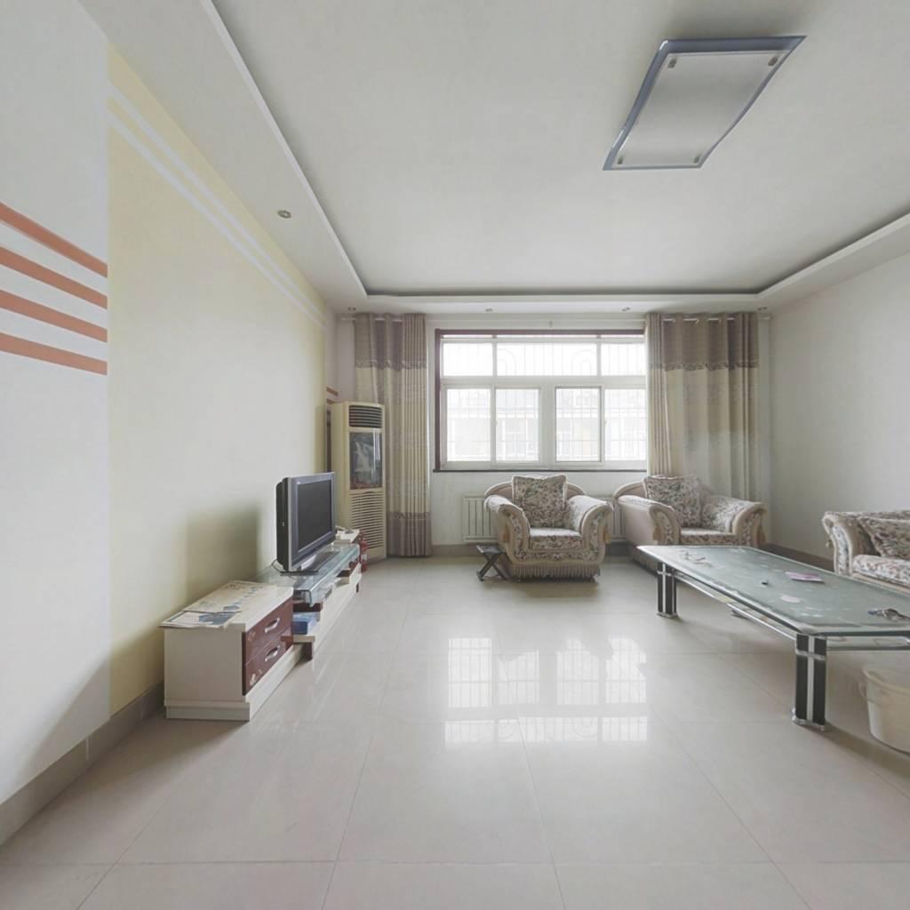 此房精装修,近靠文昌山体公园。
