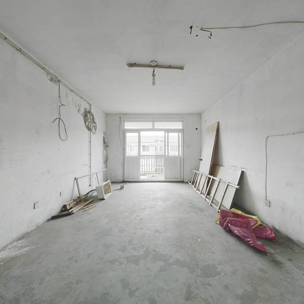 毛坯房 大面积带阁楼,带储藏室