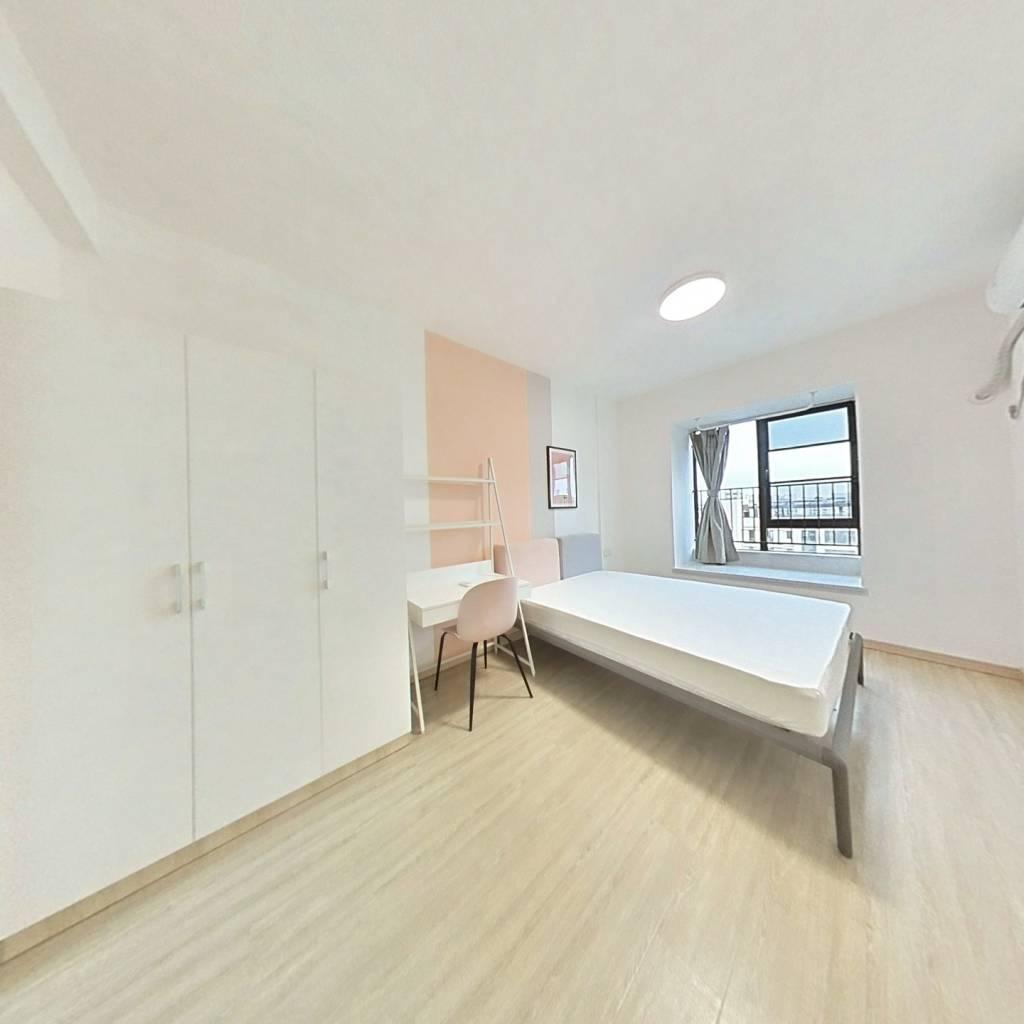 合租·光谷未来城 4室1厅 南卧室图