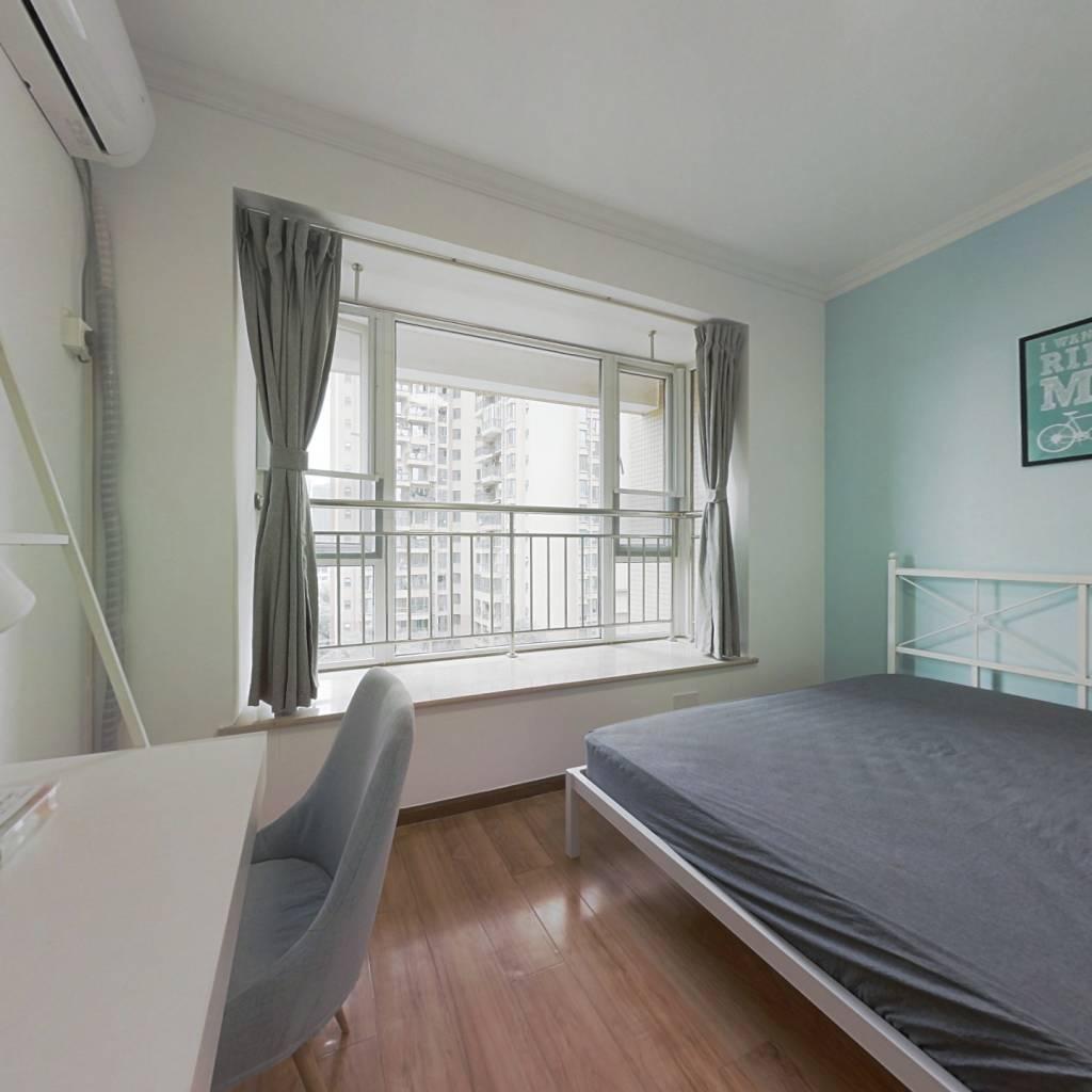 合租·比华利国际城二期 4室1厅 东卧室图