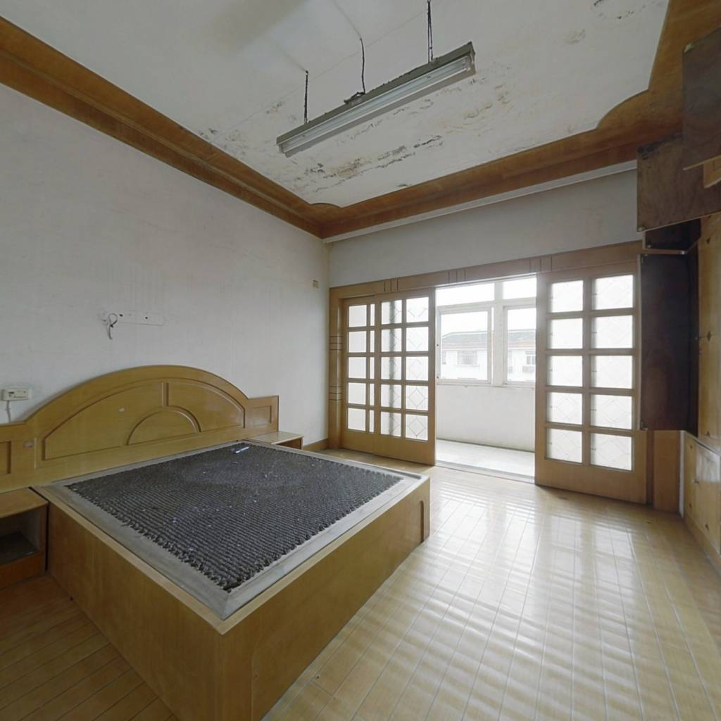 秀溪路该房楼层好,精装修,户型方正,拧包入住