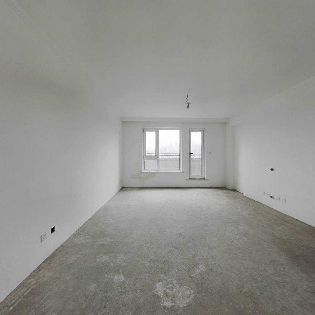 保利海上五月花一期 南北两室 三楼 精装修不临街急售