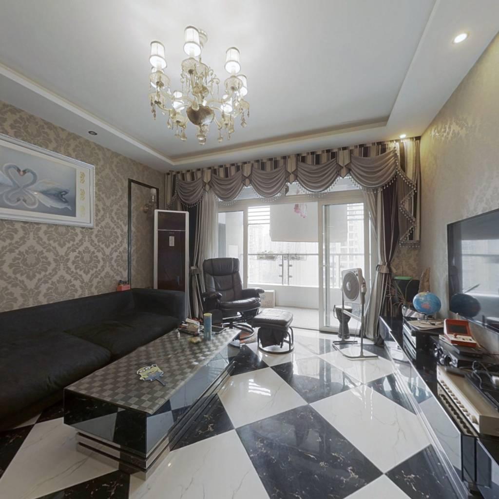 此房是满两年的,正规三房户型,视野好,采光好!