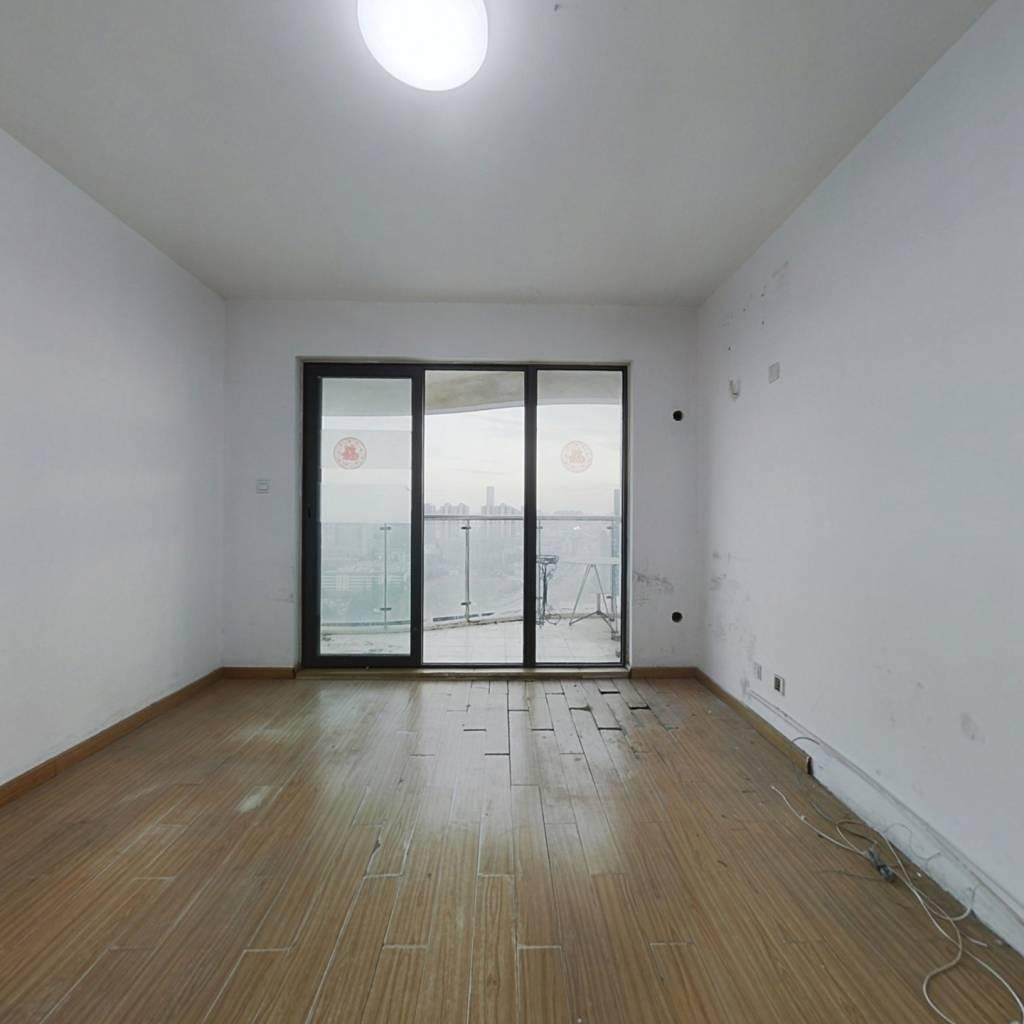 户型方正,房子产权清晰,三室一厅,采光好