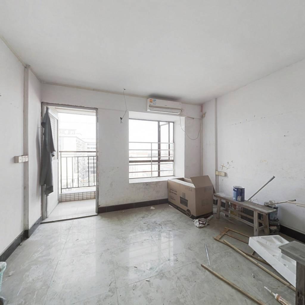 东晋楼 楼梯高层 可入户口 简装公寓 总价低
