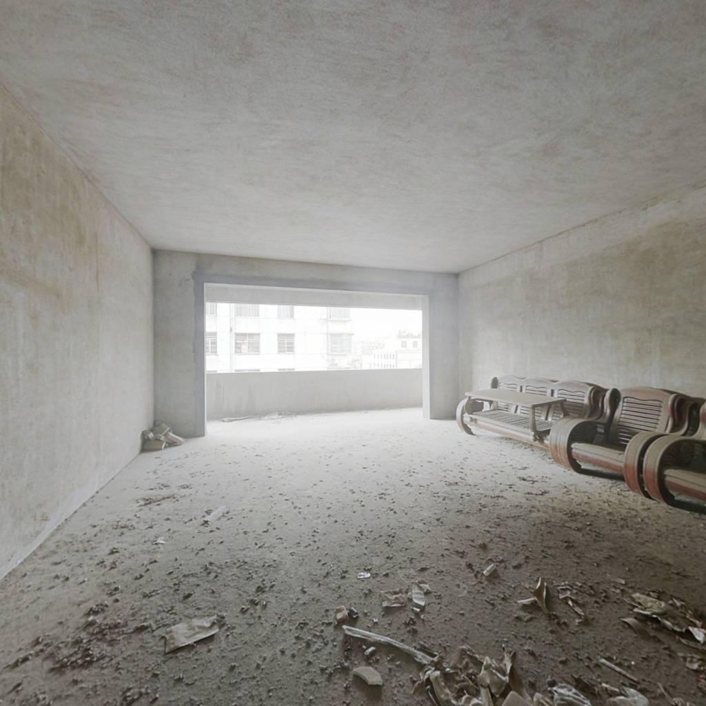 南北通透三居室 中高楼层   有钥匙随时能看房