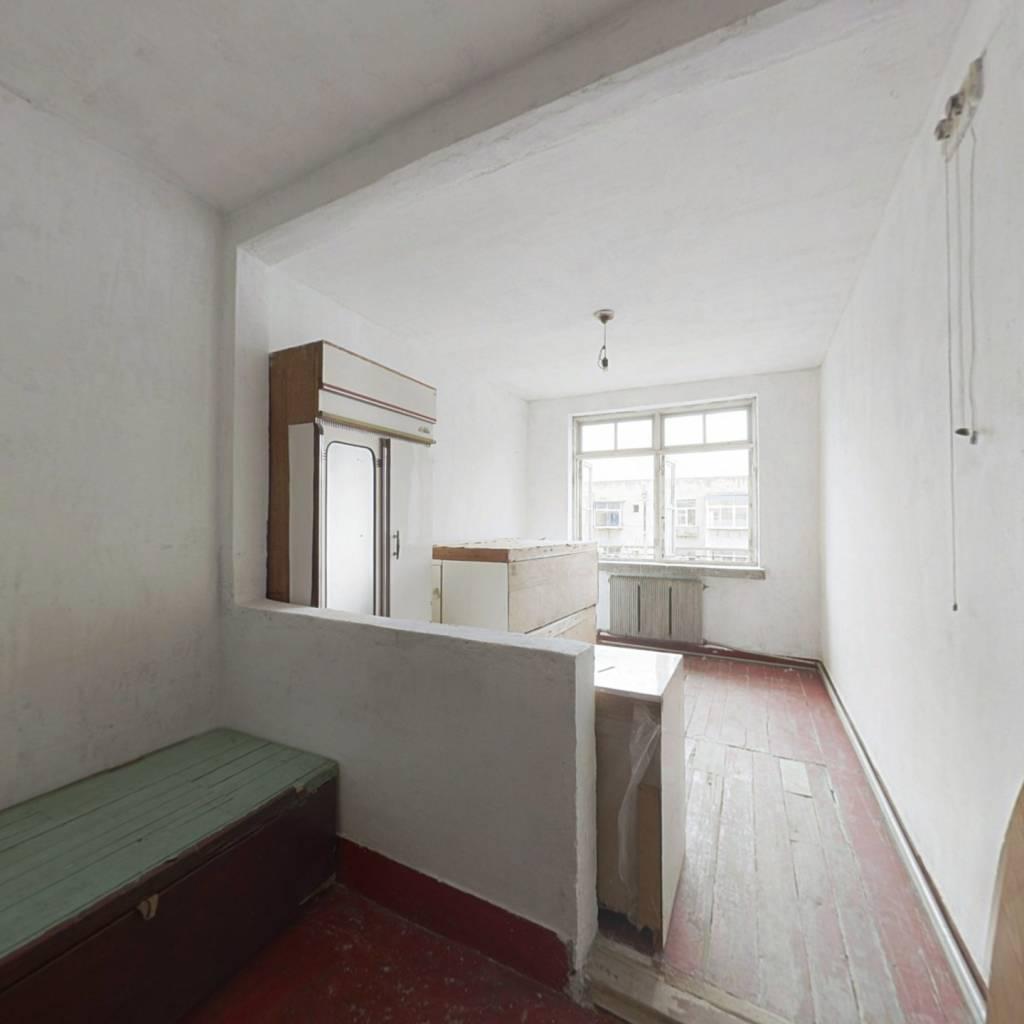 房主诚心出售,看房方便,适合过度,经济压力小