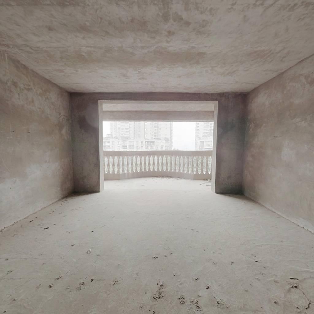广电家属院清水房,错层结构的。