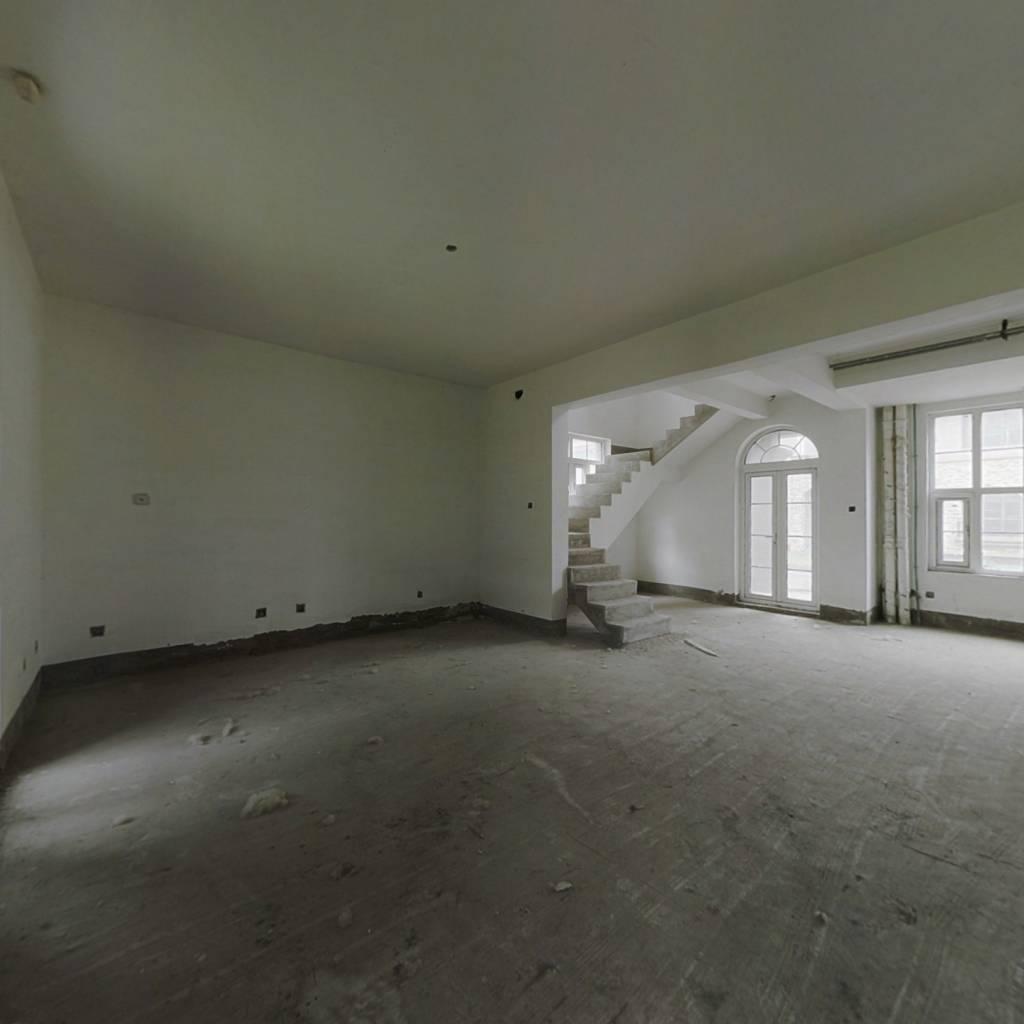 橄榄树三层别墅,毛坯房挑高客厅  随意装修