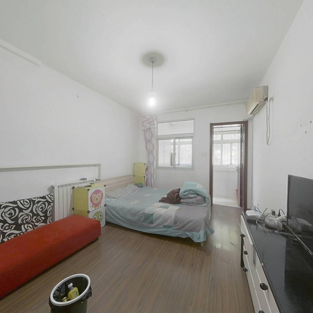 此房是郎茂山一室一厅,一梯两户通透户型