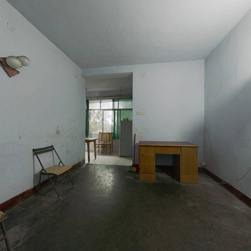 598一期中间楼层,房东诚心出售,房东包额外税费