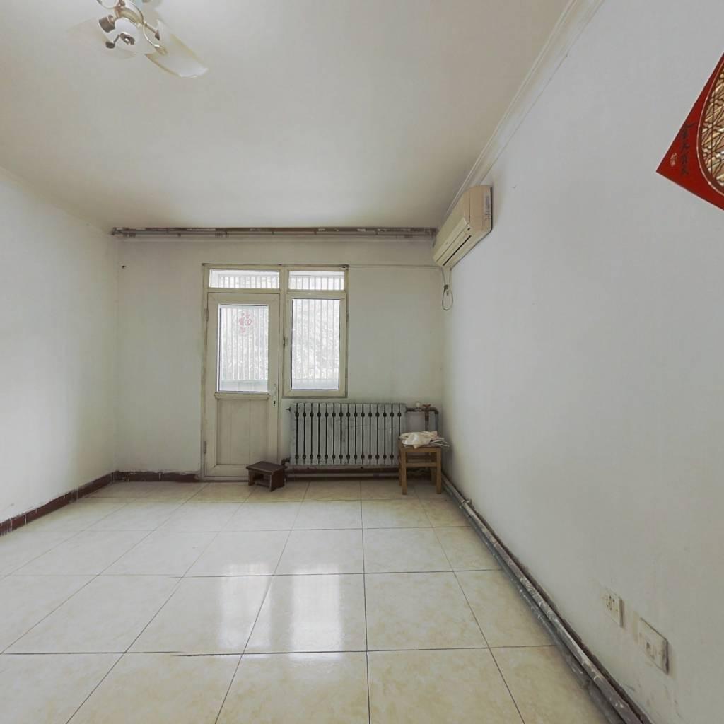 此房位于七里山南村中间位置,生活方便,看房方便