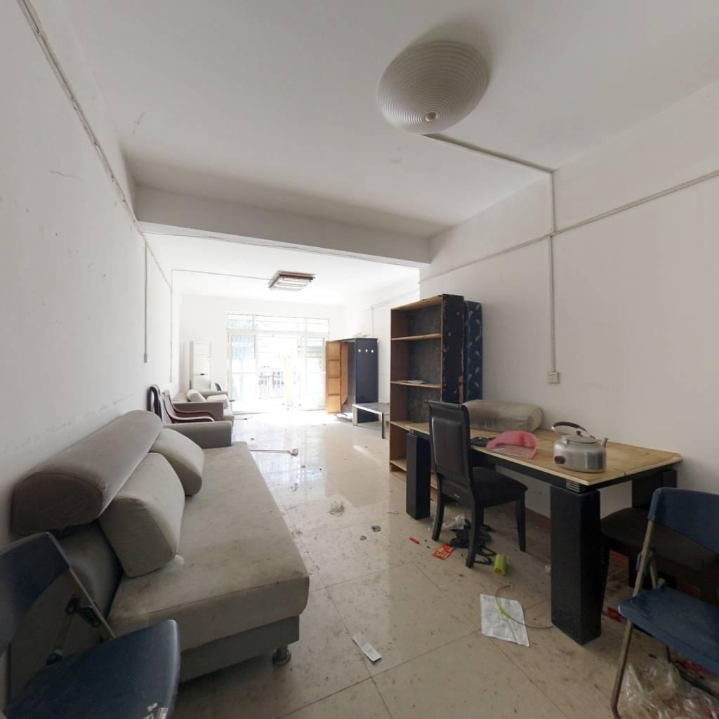 此房是老证,满两年,大三房,业主诚心卖