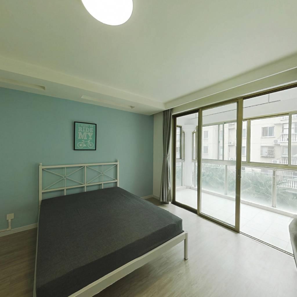 合租·巴黎之春 3室1厅 南卧室图