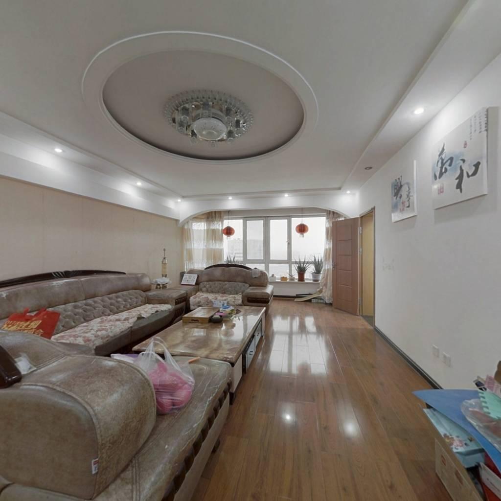此房为南北5室户型,简单装修,园区安静,适合居住