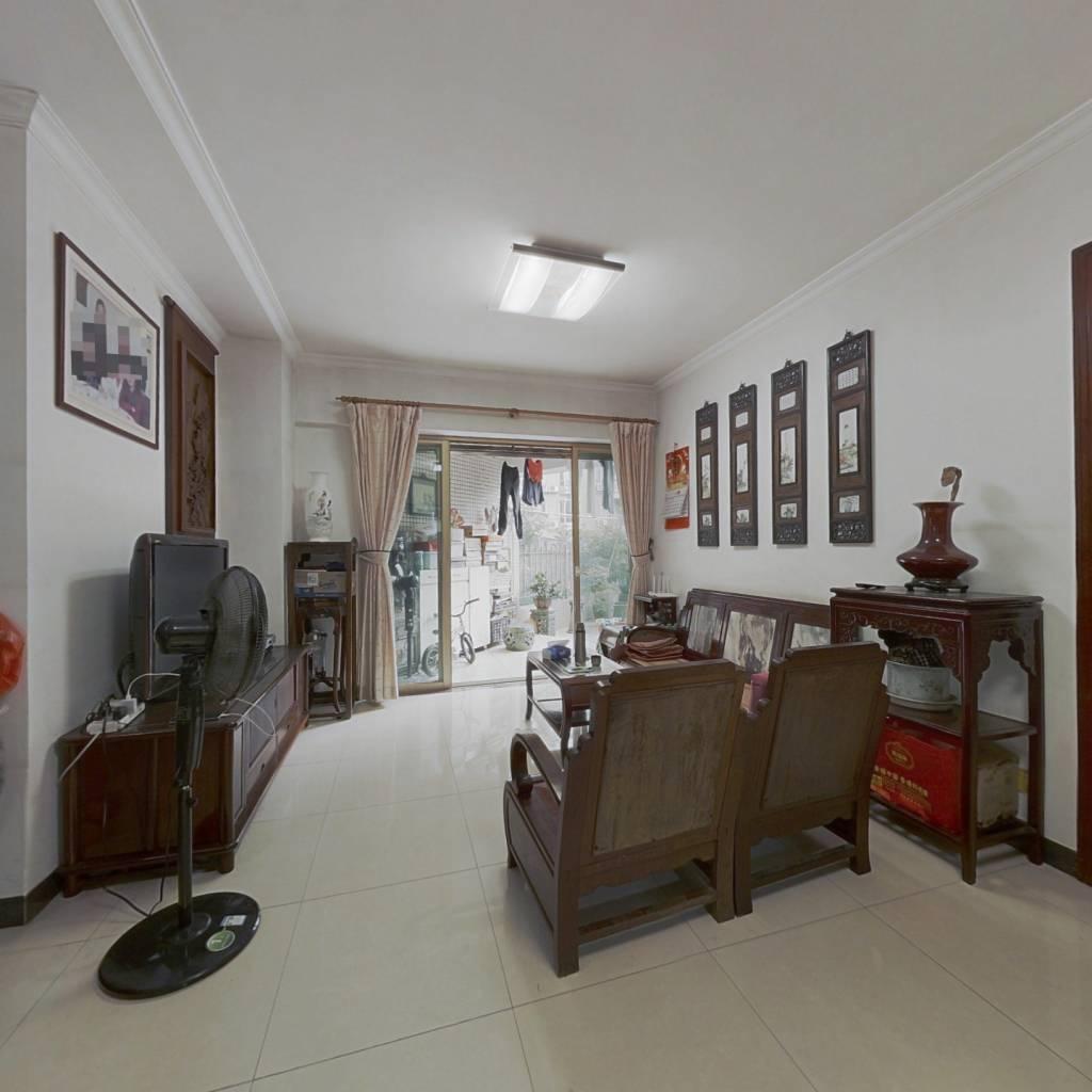 房屋装修新,地理位置好,保养好,可以直接入住
